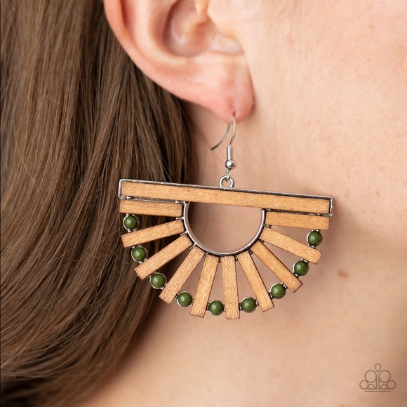 ❤️🔥5/$25❤️🔥 Wooden Wonderland Green Earring